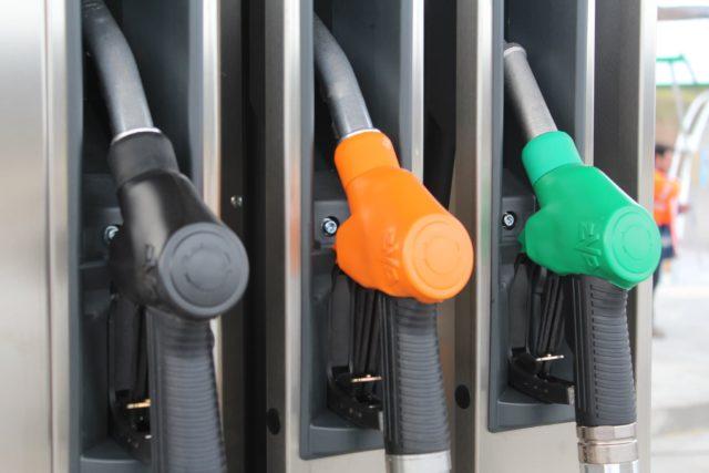 reclamar sobrecoste combustible pacto precios Cepsa Repsol BP